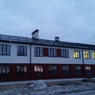 Dūmvadu pieslēgumu izveide, jumtiņu uzstādīšana un jumta kāpņu montāža