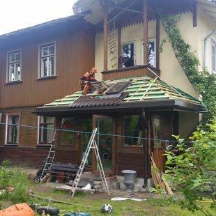 jumta loga, noteksistēmas un lāsenes montāža
